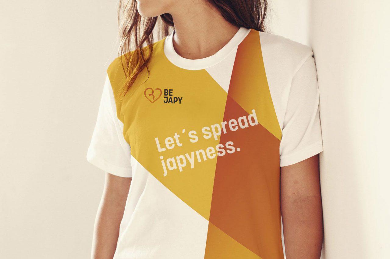 T-Shirt mit Aufdruck be japy